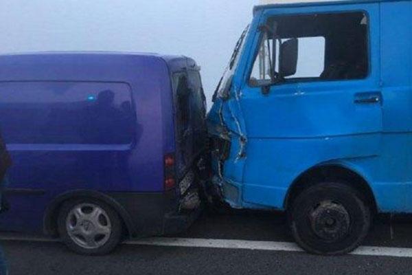 Под Львовом вДТП разбились 11 авто, есть пострадавшие