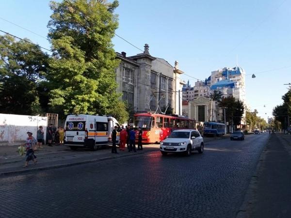 ВОдессе мужчина открыл огонь попассажирам трамвая