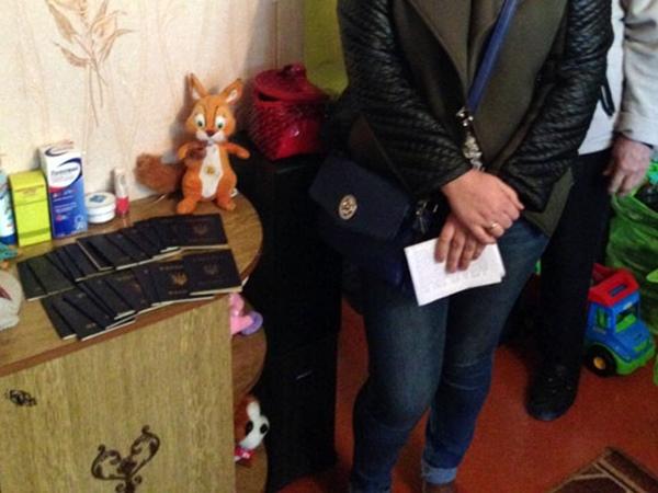 Госслужащие за500 грн подделывали украинские паспорта для граждан оккупированного Донбасса