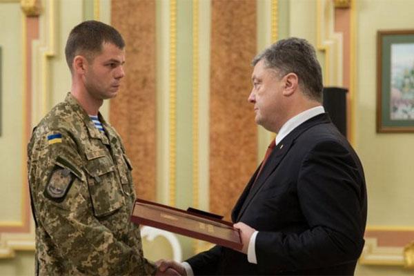 3-х военных сегодня наградали званием Герой Украины, 2-х - посмертно