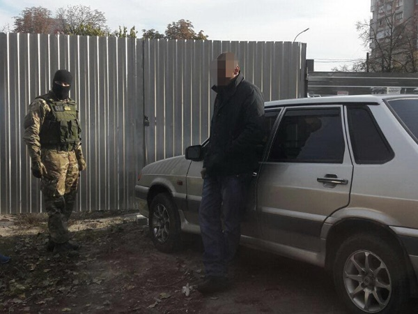 СБУ задержала своего сотрудника, торговавшего секретной информацией
