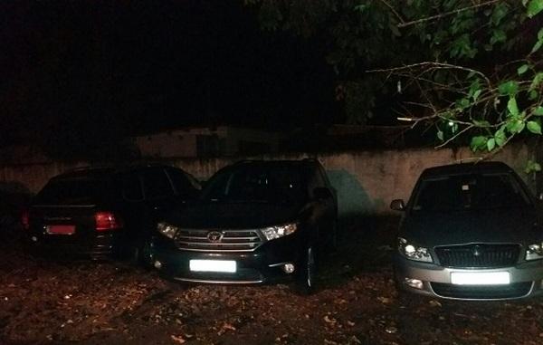 Полицейские словили «черных инспекторов», легализовавших угнанные авто