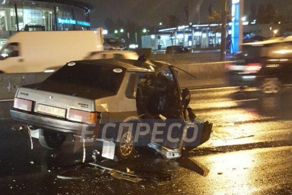 Пьяное ДТП вКиеве: авто разбито вдребезги