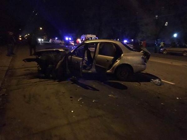 ВХмельницком патрульный автомобиль столкнулся стакси: умер шофёр
