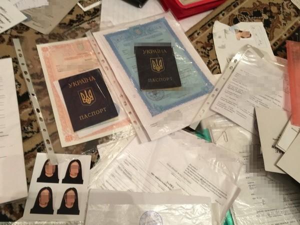 НаДонбассе задержали женщину, изготавливающую поддельные документы для боевиков ДНР