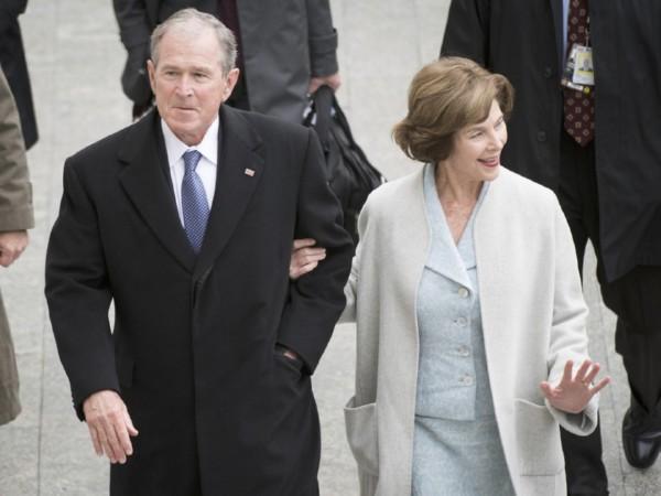 Джордж Буш-младший проиграл сражение сдождевиком наинаугурации Трампа