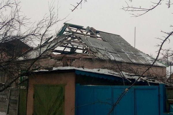 Аброськин: Боевики обстреляли Марьинку, пылают дома