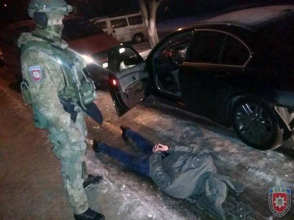 ВЧерновцах двое мужчин ограбили банкомат на700 тыс. грн