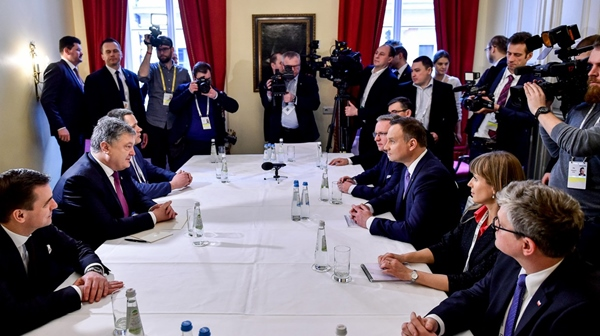 П.Порошенко и А.Дуда подчеркнули значимость сохранения санкций против Российской Федерации