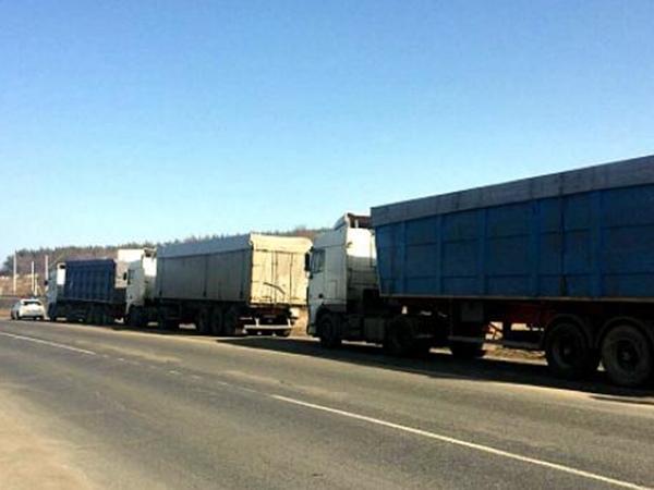ВПолтавской области задержали грузовые автомобили сльвовским мусором