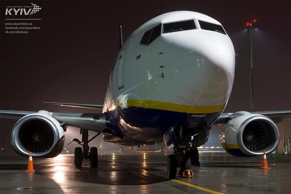 Самолет Ryanair совершил первую посадку вукраинском аэропорту