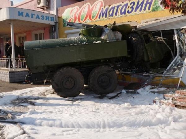 ВНиколаеве военный бензовоз протаранил магазин, есть погибший