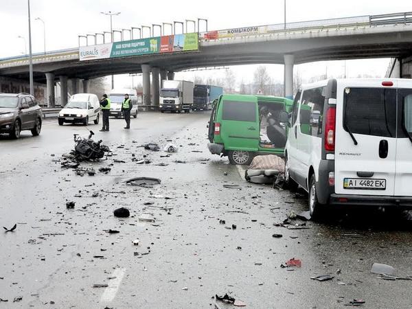 Под Киевом вДТП двое погибли, один госпитализирован втяжелом состоянии