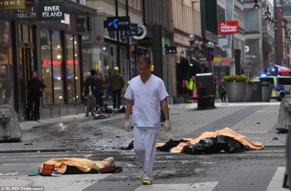 Милиция признала наезд грузового автомобиля напешеходов вСтокгольме атакой