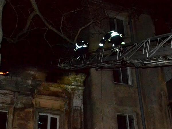 Ночью вОдессе сгорел двухэтажный дом