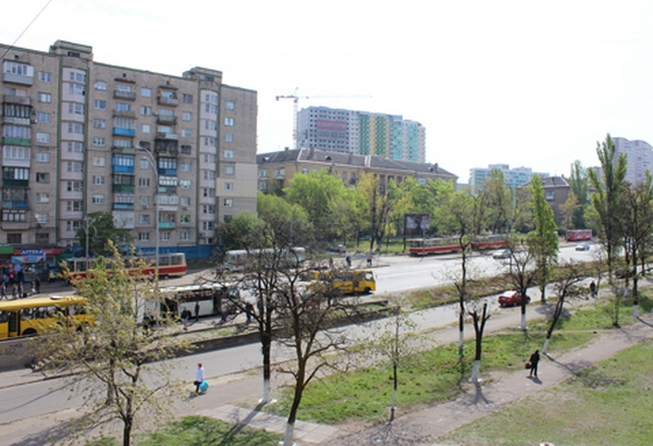 ВКиеве наХарьковском трамвай насмерть переехал женщину, движение заблокированно