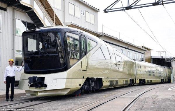 ВЯпонии отправился в 1-ый рейс самый чудный поезд вмире