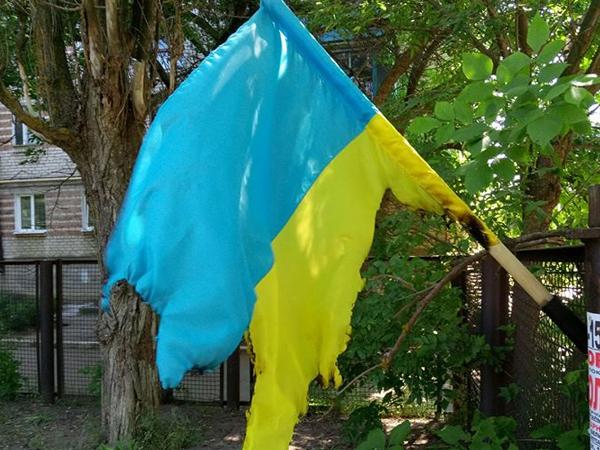 ВБердянске неизвестные украли исожгли Флаг Украины
