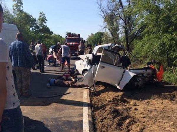 ВОдесской обл. автомобиль врезался вдерево, погибли 4 человека