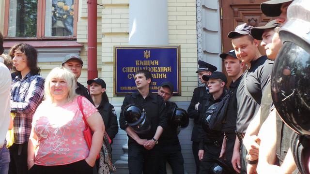 Около суда, где слушается дело Коцабы, начались потасовки