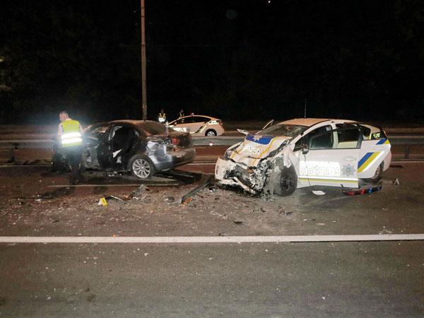 Масштабное ДТП вКиеве: уходя отпогони, шофёр Мицубиши протаранил полицейское авто