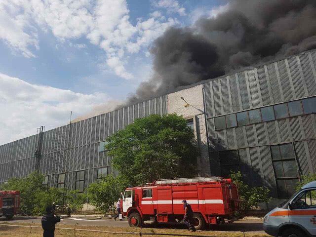 Пожар охватил Днепровский металлургический завод