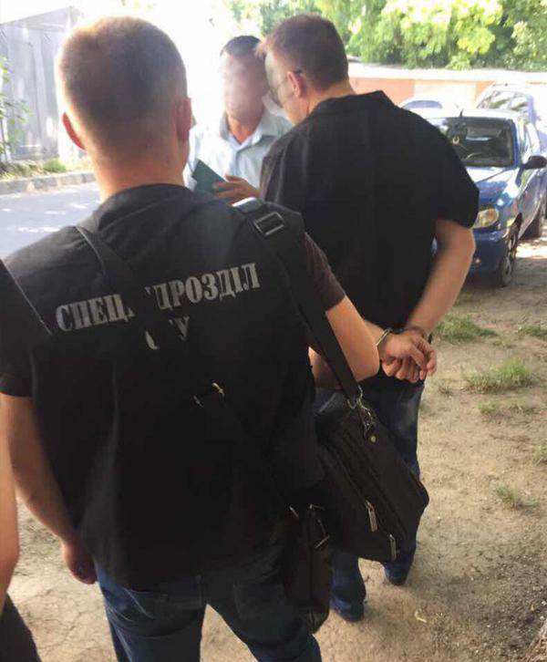Попались: 2-х одесских полицейских словили навзятке