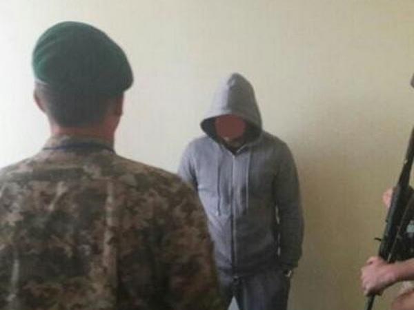 Таможенники задержали ваэропорту «Херсон» разыскиваемого Интерполом жителя России
