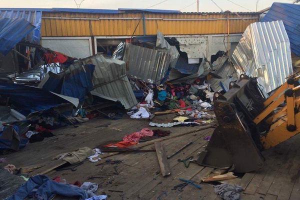 Рынок наЛесном массиве вКиеве ночью снесли бульдозерами