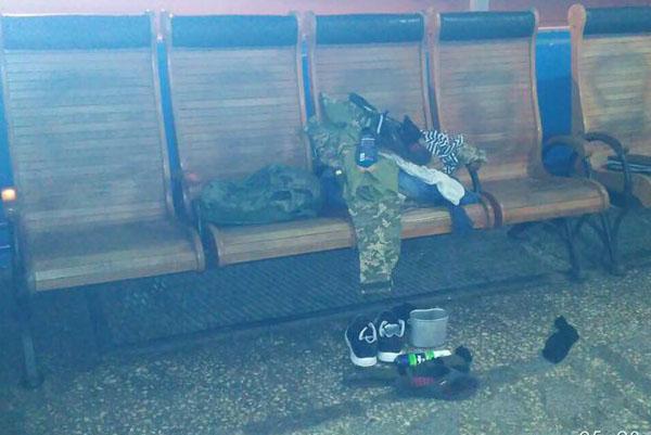 ВНиколаеве открыть чемодан снадписью «РФ» поручили милиции