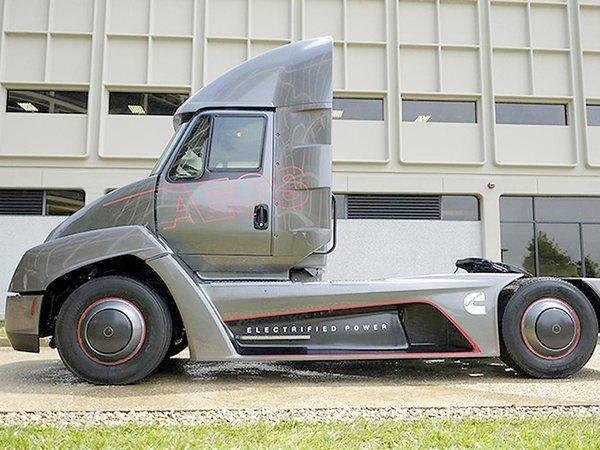 Cummins представила навсе 100% электрический грузовой автомобиль Aeos