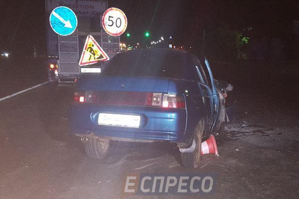ВКиеве ВАЗ влетел вавтомобиль дорожной службы: трое пострадавших