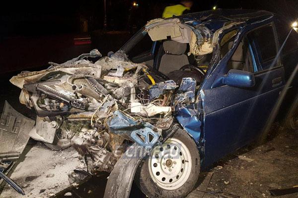 ВКиеве автомобиль врезался вгрузовик коммунальщиков