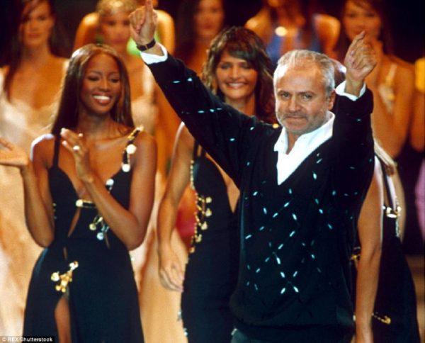 Супермодели 90-х воссоединились наподиуме ради Versace