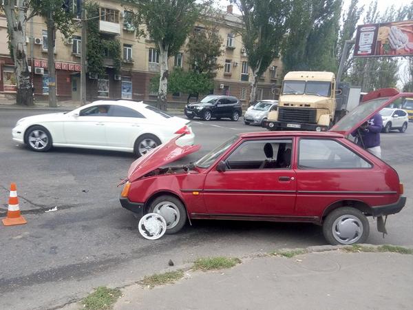 ВОдессе случилось ДТП сучастием патрульной милиции, имеется пострадавший