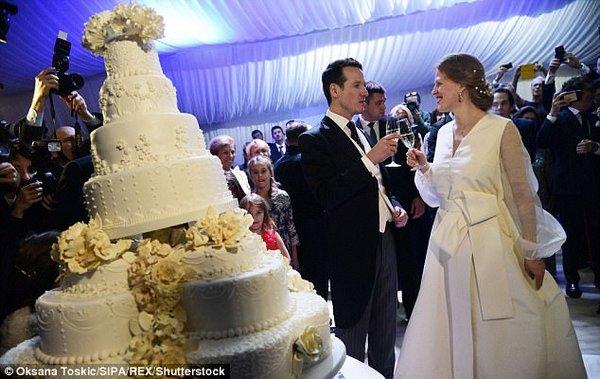 Картинки по запросу Королевская свадьба: сербский принц женился на девушке-дизайнере