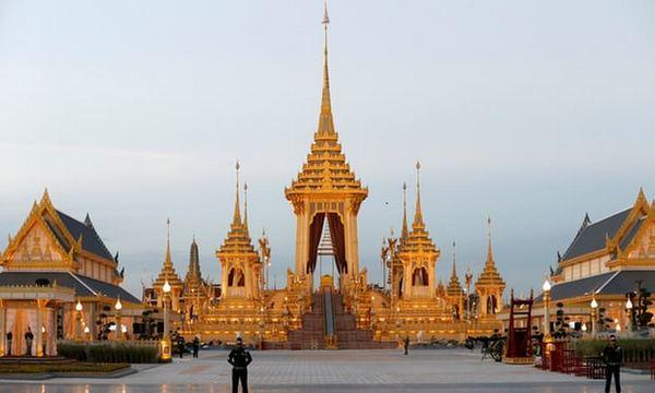 ВТаиланде началась пятидневная церемония похорон короля, умершего годом ранее