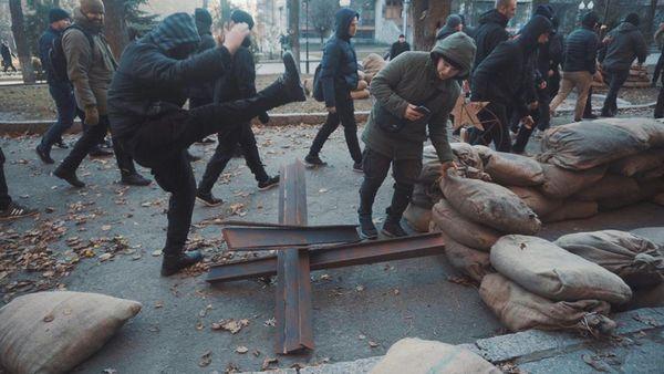 Радикалы вХарькове повредили декорации ксериалу обСССР