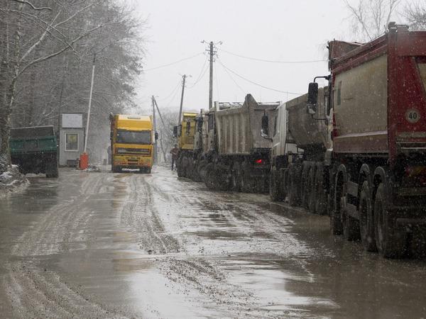 На Киевщине жители одного из сел перекрыли дорогу, фото-2