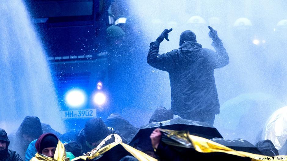 Протесты вгерманском Ганновере: полиция применила водометы