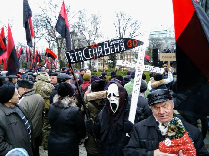 Сторонники Саакашвили завершили митинги вцентре украинской столицы