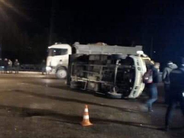 Перевернулась маршрутка спассажирами— Авария воЛьвове
