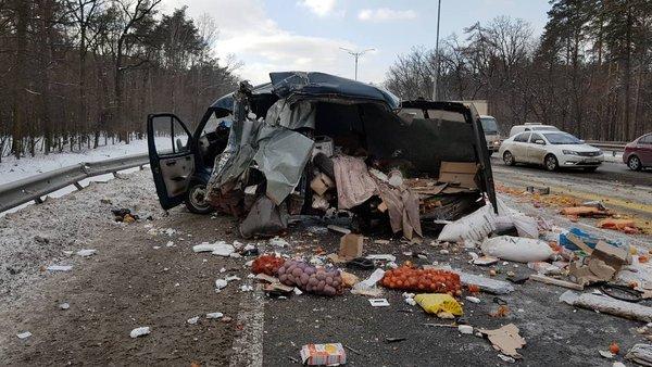 НаБориспольском шоссе фура наполном ходу влетела в«Газель»