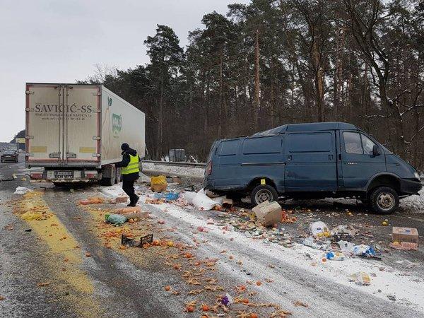 Смертельное ДТП под Киевом: фура разорвала фургон начасти