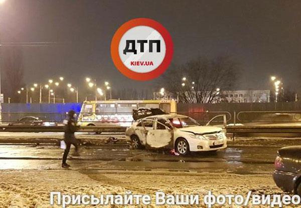 Неизвестные взорвали две гранаты у станции метро в Киеве, есть пострадавшие