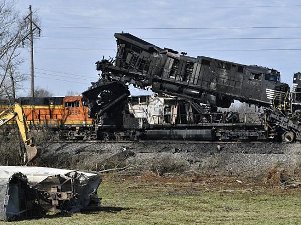 ВСША столкнулись два товарных поезда, местных граждан эвакуировали