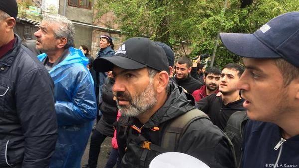 ВЕреване милиция задержала лидера оппозиции иначала разгонять митинг