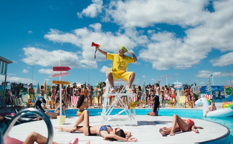 «Влажный пляжный движ»: как MOZGI снимали новый клип