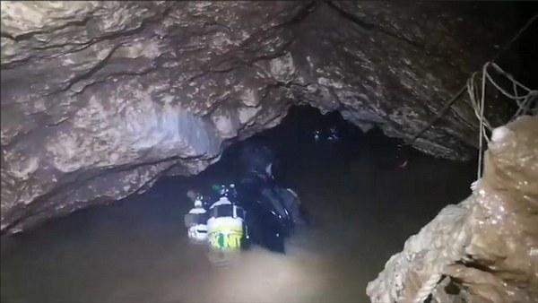 Дети в пещере: у спасателей осталось всего четверо суток