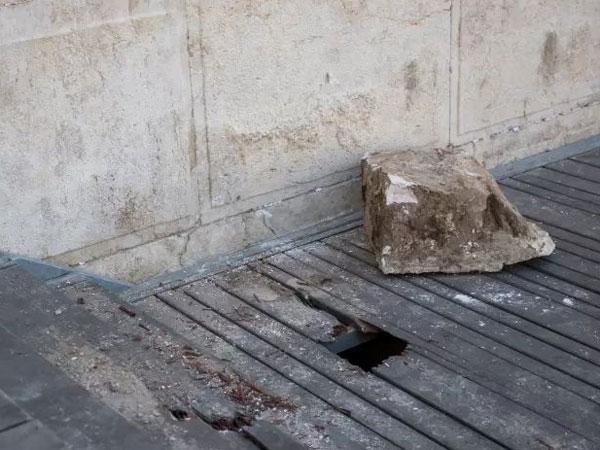 Знак свыше: из Стены Плача выпал камень весом 100 кг